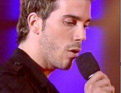 """Iván de """"Operación Triunfo"""" se cae en un concierto…"""