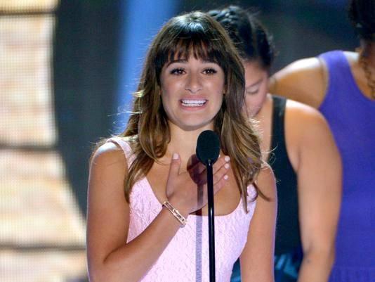 tca-2013-lea-michele-gets-tearful-as-she-dedicates-tv-choice-actress-win-to-cory-monteith