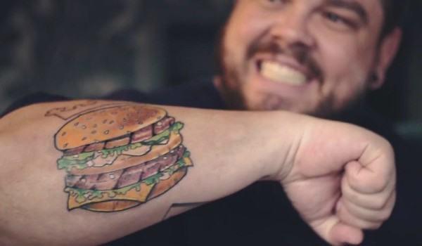 ¿Te tatuarías una hamburguesa?
