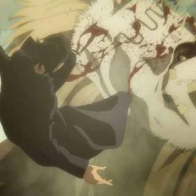 Ataque a los Titanes - Temporada 4 - Episodio 16 - El Titán de la mandíbula muerde a Eren.