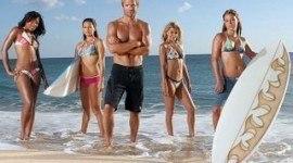"""Esta noche llega """"Palm Springs"""" a Canal Plus y """"Surf Girls"""" a Cosmopolitan TV"""